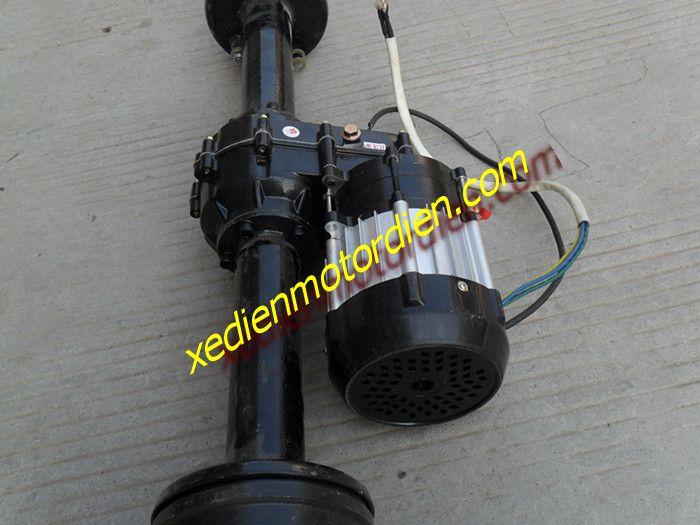 Thông số kỹ thuật:   Tốc độ max: 8km/h  Tải trọng max: 900kg  Chiều rộng: tùy chọn các cỡ từ 50cm - 110cm  Điện áp: 48v  Công suất: 500w- 800w