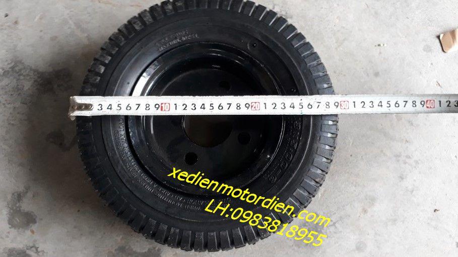 Lốp xe chuyên dụng cho xe đẩy hàng nhà xưởng.  Đường kính: 33cm.  Bản rộng: 10cm.  Maxload: 320 Lbs ~ 150kg